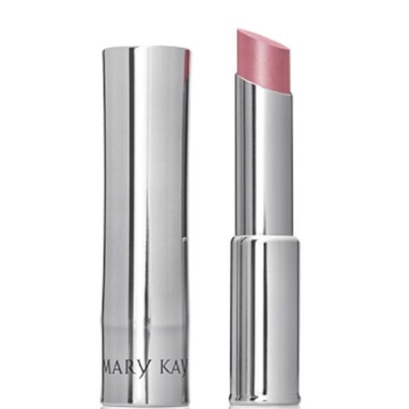 Posh Pink 👰🏼 Mary Kay Bride Sheer Lipstick Perfect for a Bride 👰🏼 Wedding Day 💍🔹Sheer, sensational color coverage. 🔹Illuminating shine with a touch of shimmer. 🔹Instantly drenches lips in moisture and locks it in for true comfort. 🔹Less pigmented, so it lets lips' natural color shine through. 🔹Smooths the appearance of fine lines and helps lips look fuller.  🚫All products new/ unused ❌no trades 🚫price firm. discount on bundles Mary Kay Makeup Lipstick