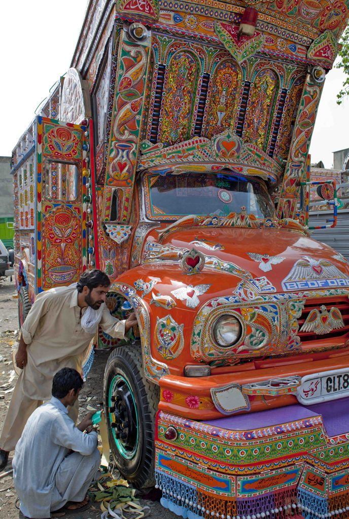 pakistani art and culture essay Free essay: the culture of pakistan i am always fascinated with other people's cultures the new york or californian culture always amazes me although these.