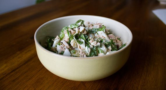 Low-Carb High-Protein Meal: Tuna Egg Salad with Spinach