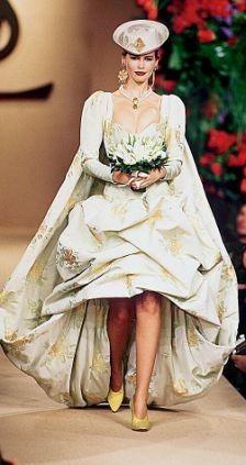 Клаудиа Шиффер в наряде невесты, YSL