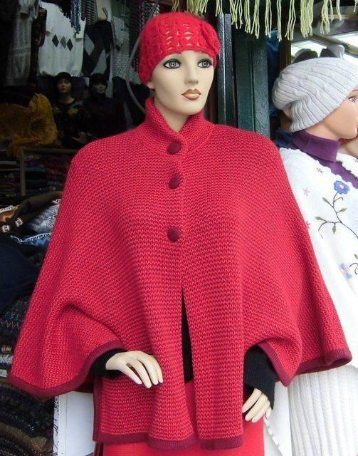 Roter #Poncho #Mantel aus #Alpakawolle mit passender #Mütze. Elegante Jacke im Poncho/Cape Stil, vorne mit 3 Knöpfen verschließbar. 85% Alpakawolle/ 25 % Merinowolle. Einheitsgröße, passend für Small bis X-large. Dazu gibt es ein grob gestrickte modische Mütze aus Alpakawolle. Elegante Jacke im Poncho Stil, vorne mit 3 Knöpfen verschließbar.  85% Alpakawolle/ 25 % Merinowolle  Einheitsgroesse, passend fuer Small bis X-large.  Dazu gibt es ein grob gestrickte modische Muetze aus Alpakawolle.