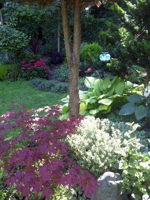 Pretty And Lush Shady Spot Beautiful Gardens And Flowers 400 x 300