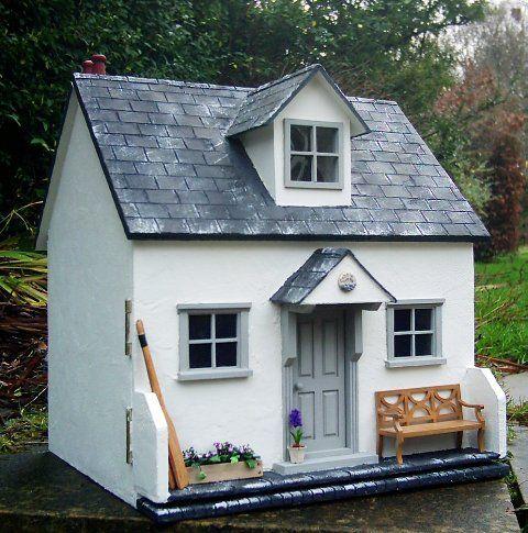 Julie's dolls house blog. Cobble Cottage.