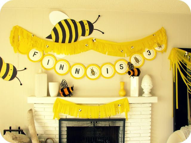 Love These Bumble Bee Decorations