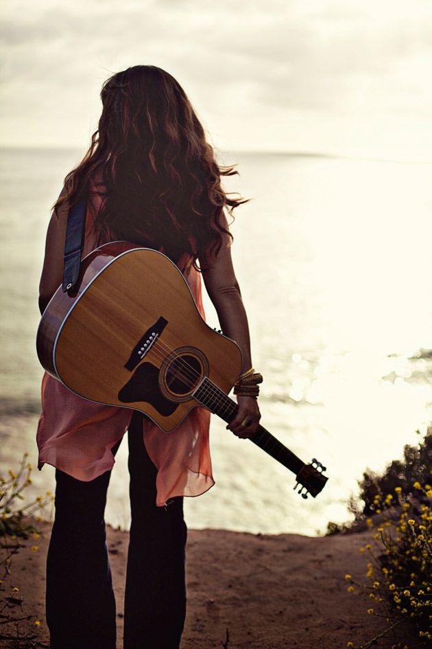 Best 25+ Guitar girl ideas on Pinterest   Playing guitar ...
