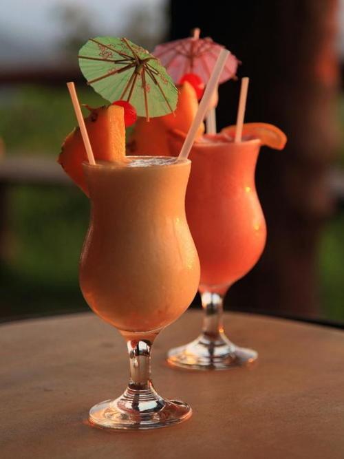 before dinner drinks--papaya and mango daiquiris