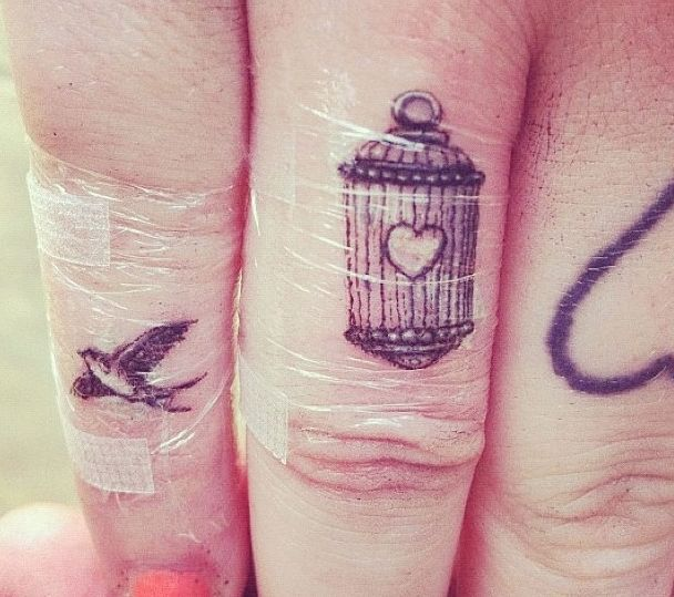 40 Awesome Finger Tattoos (most likely wont put them on my fingers)