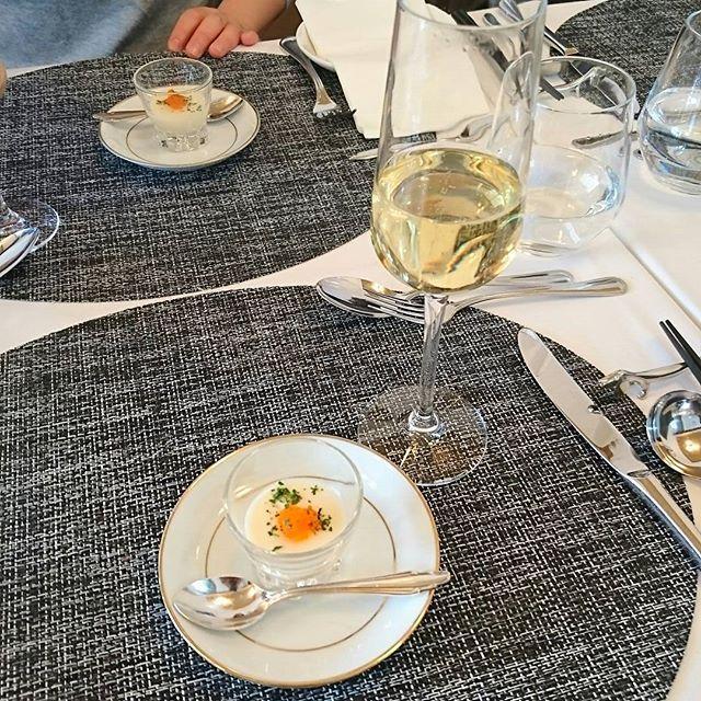 昨日は近所の創作フレンチ『ユニック 』でマイ誕生日会🙌 安い上に美味しくて何回もリピ中😋 お子様ランチのクオリティー高いし、美味😉 #シェフのおまかせランチ #カリフラワーのムース #パンの盛り合わせ(おかわり可) #前菜 #紫芋のポタージュ(筍入り) #肉&魚の盛り合わせ #ドルチェ(桜のアイスクリーム・ガトーショコラ・パンナコッタ) #スパークリングワイン(ハーフボトル)