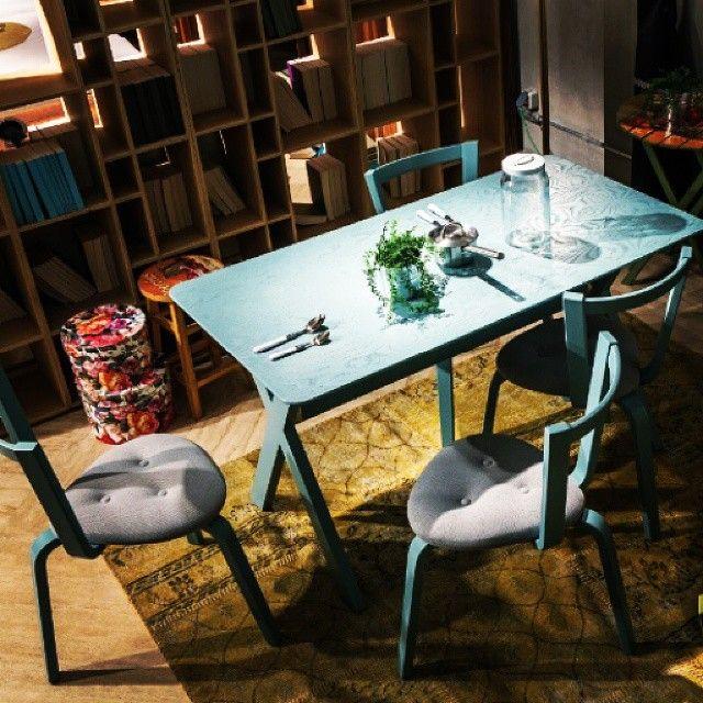 Gençlerin tercihi, modern ve renkli tasarımı ile Log Yemek Masası. Tanışmak isterseniz, bekleriz. #furniture #tasarım #dekorasyon #stil #style #design #decoration #home #homestyle #homedesign #loft #loftstyle #homesweethome #diningroom #livingroom #yemekodası #ahsapmobilya #lodamobilya