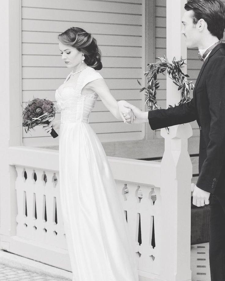 Ein traumhaftes Brautdirndl von Tian van Tastique #vintage #weddingdress #Brautdirndl #Hochzeitsdirndl #Brautkleid #Dirndl #Tracht #München https://www.facebook.com/DivineIdylleTianvanTastique/ www.tianvantastique.com