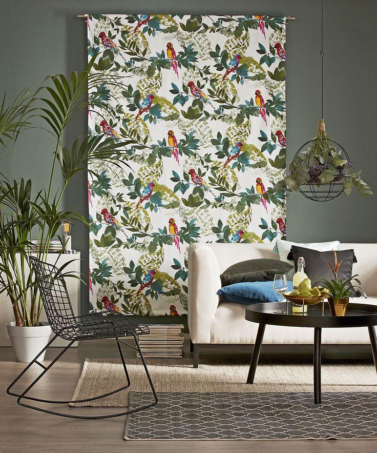 Väggpanel är ett enkelt sätt att fåin en ny känsla i rummet med enkla medel. Ta in tropikerna i hemmet med PARROT.   GRÖNDAL hängkorg ULRICEHAMN gungstol HILLTORP soffbord