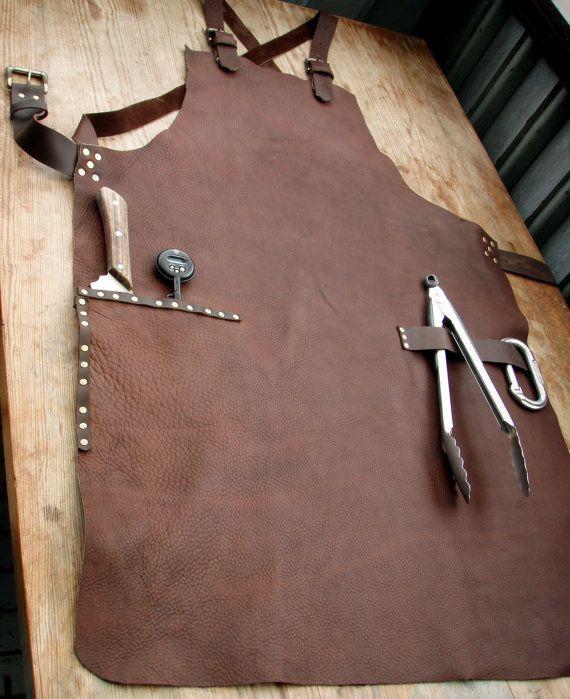 Delantal de trabajo de cuero con bolsillos de por CyclonaDesigns