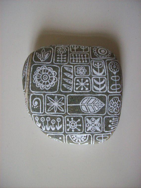 Galet de rivière gris et blanc peint à la main, de décoration intérieure