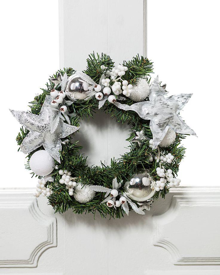 Plateados y blancos será la mejor combinación para una corona navideña. #LaNavidadDeLasCasas #easytienda #tiendaeasy #Navidad2016 #Easy
