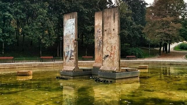 ¿Por qué hay tres bloques del Muro de Berlín en el centro de Madrid? http://w.abc.es/zrzje2