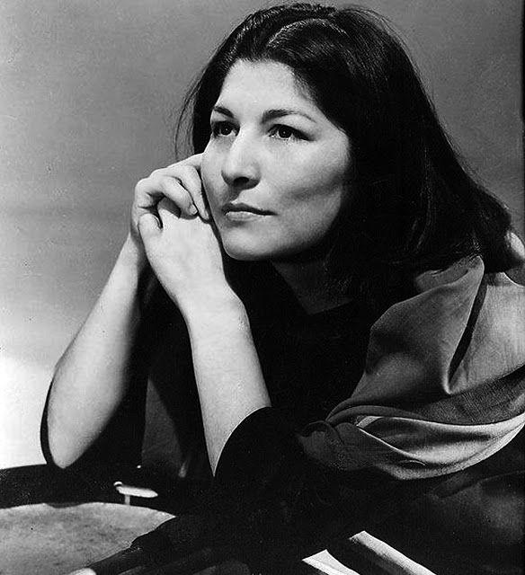 © Foto de Annemarie Heinrich. Mercedes Sosa. Argentina,1960.