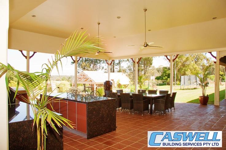 Outdoor Kitchen & Entertaining Area