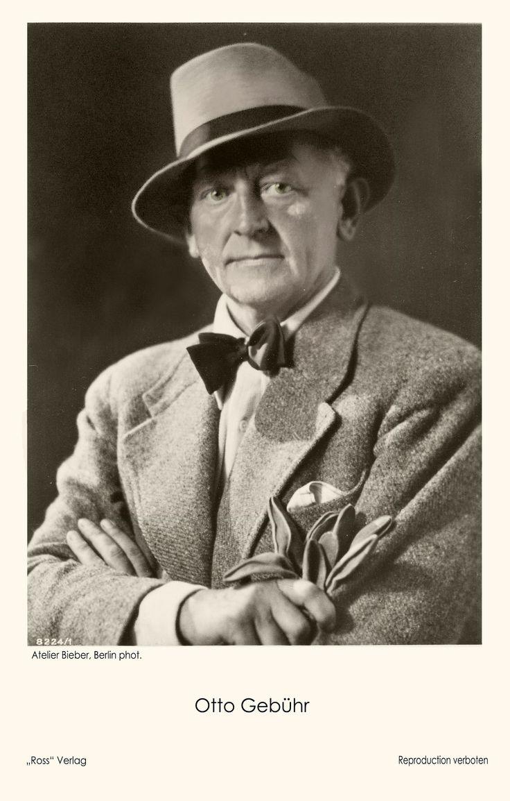 Otto Gebühr (1877 - 1954). Diese Künstler-Postkarte wurde im Dritten Reich veröffentlicht, wo Otto Gebühr in etlichen Unterhaltungsfilmen zu sehen war. (Foto Atelier Bieber, Berlin)