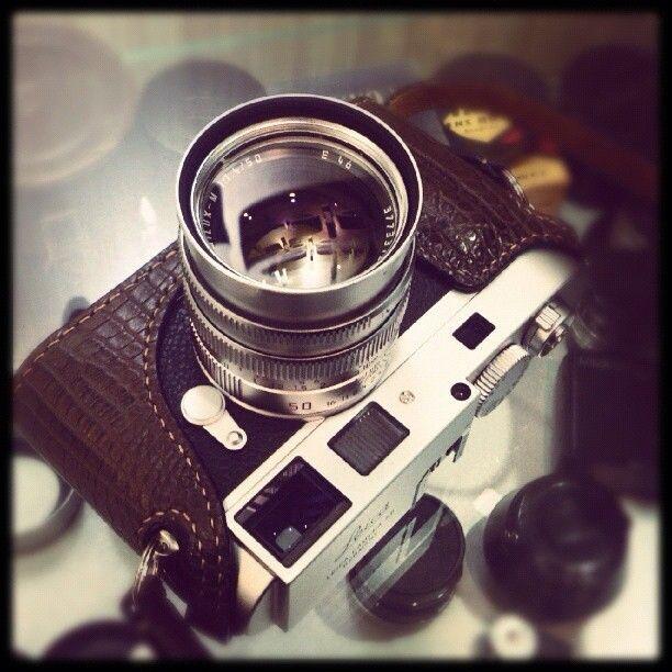 Leica M9-P Silver with Summilux 50mm f1.4 Pre-ASPH + Arte Di Mano Crocodile Leather Case - - | - - via instagram gilbert_fotopia
