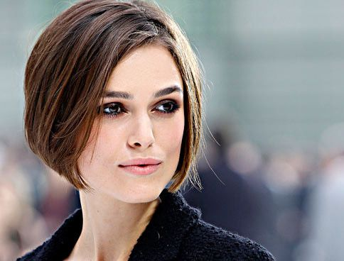 Was man zur Chanel-Fashion-Show tragen sollte? Chanel natürlich. Und wenn man Keira Knightley ist, dann einen neuen Bob!