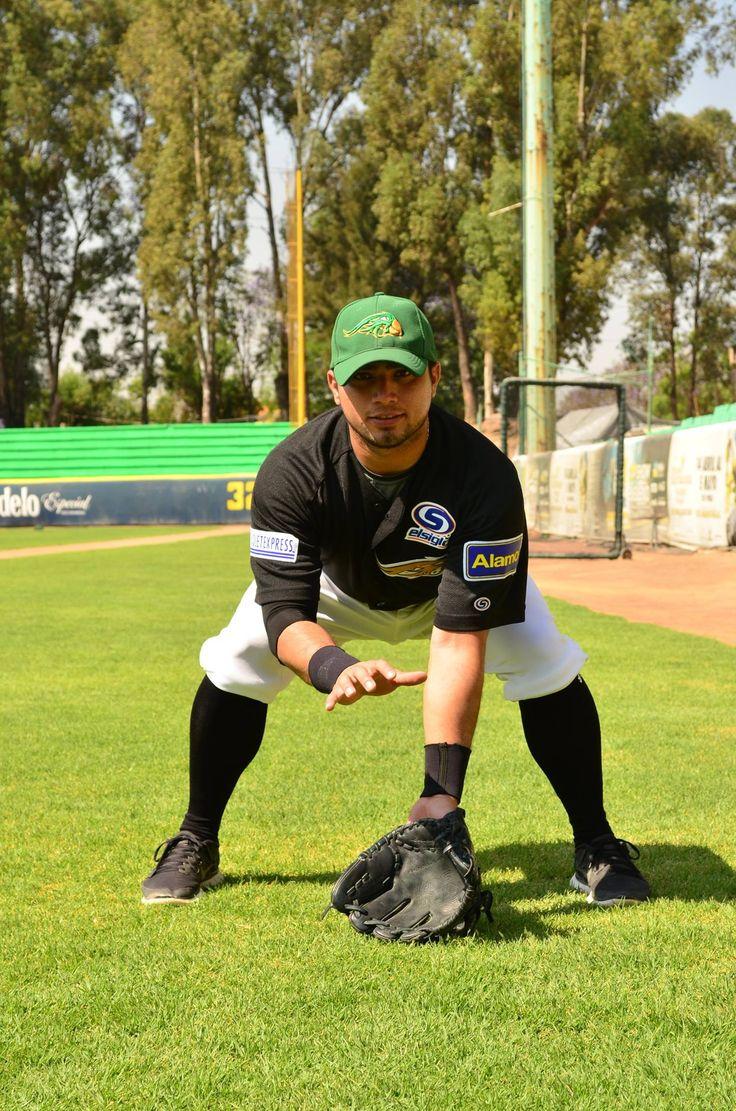 Alberto Carreón antes de ser jugador profesional de beisbol formó parte de las fuerzas básicas del Atlas de Guadalajara en el futbol mexicano.