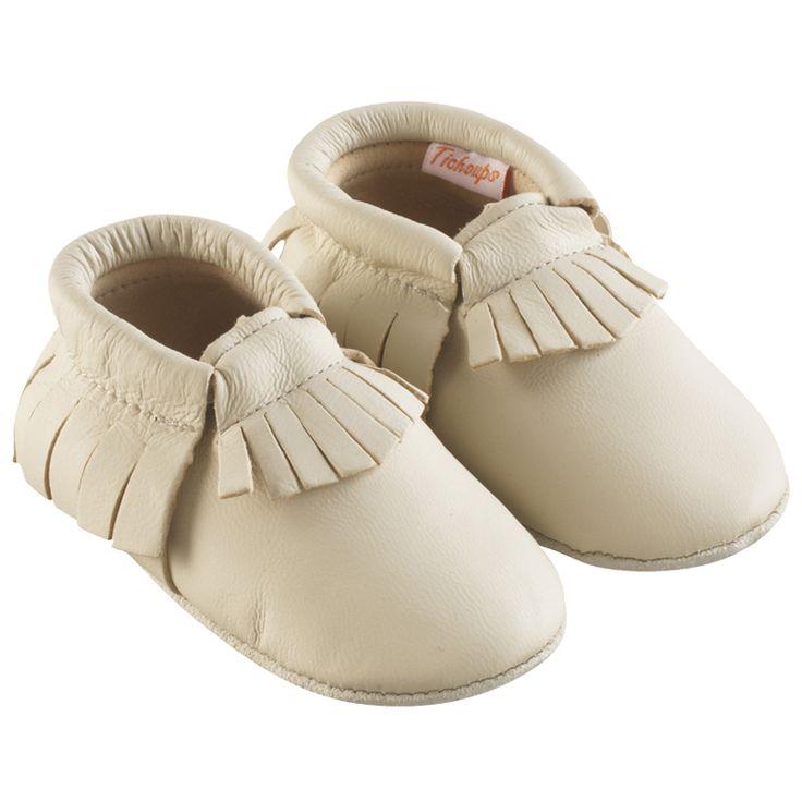 Beige > http://www.tichoups.fr/chausson-cuir-souple-sans-motif/chaussons-bebe-a-frange-beiges.html