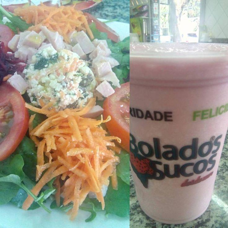 #almoco #lanchonete #sucos #sanduiche #vitamina #tropical #abacaxi #groselha #leite #condensado #LeiteCondensado #salada #primavera #agriao #alface #AlfaceAmericana #rucula #cenoura #beterraba #ricota #tomate #peru #PeitoDePeru #azeite #vinagre #XinGourmet #BoladosSucos #lunch #food #juice #sandwich #vitamin #pineapple #milk #salad #cabbage #tomato #carrot #turkey #vinegar #OliveOil #azeitona #olive Vitamina Tropical - R$7 Salada Primavera - R$22 em Bolados Sucos