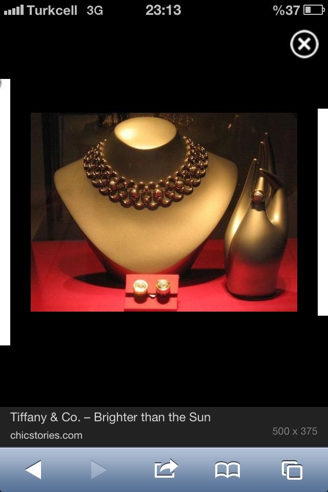 Jewelery showecase desing !!