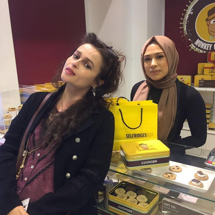 "469 Likes, 11 Comments - Monkey Cookies UK  (@monkey_cookiesuk) on Instagram: ""Gorgeous Helena Bonham Carter was at our concession in @theofficialselfridges Oxford Street ❤️. #MCUK#Selfridges#Exclusive#London#Birmingham#HarryPotter#RedQueen#CharlieAndTheChocolateFactory#AliceInWonderland#HelenaBonhamCarter#Hollywood#Celebrity#Luxury#PicOfTheDay#HappyThanksGiving"""