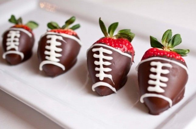 13 Cheer-Worthy Super Bowl Desserts | Brit + Co.: Desserts, Ideas, Food, Super Bowls, Chocolates Strawberries, Football Parties, Snacks, Chocolates Covers Strawberries, Dips Recipes