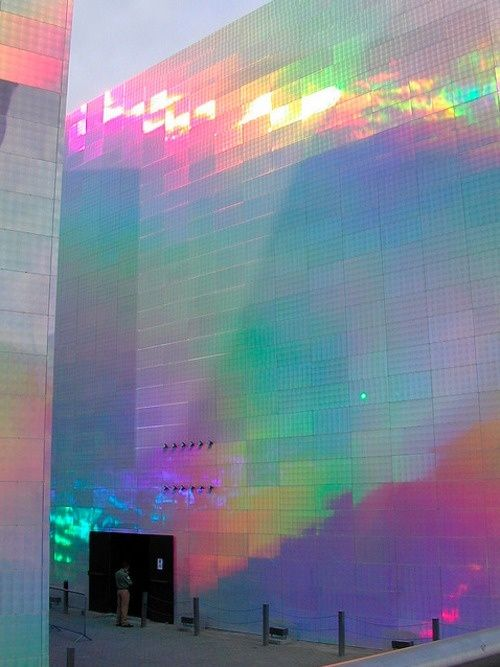 Quantum Field X3, Hiro Yamagata for the Guggenheim Museum Bilbao, Spain 2004. Two huge structures covered with holographic panels, onto which laser beams are projected to create a vibrant composition.