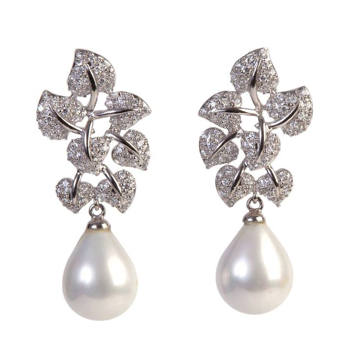 #Silver leaves earrings with white pearls. Refined fashion style. #Jewel #Fashion #Stylemaker #tendenza #moda #gioielli #madeinitaly