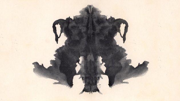 Che cosa vedete in questa figura? Rorschach otteneva le sue macchie piegando a metà il foglio su cui aveva schizzato l'inchiostro.