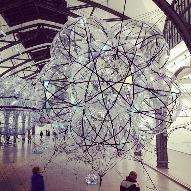 Cloud Cities von Tomas Saraceno. Museum Hamburger Bahnhof