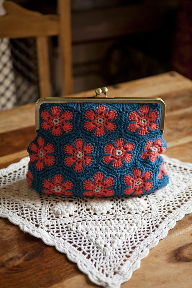 Crafty-Magazine-African-Flowers-Retro-Clutch-Purse-Kat-Goldin