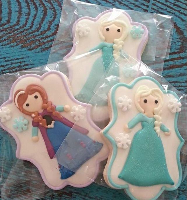Adorable Disney Frozen Anna and Elsa cookies