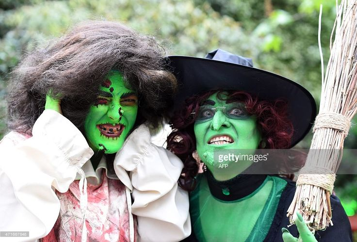 Revellers are dressed as witches to take part in Walpurgis Night (Walpurgisnacht) celebrations at the film park in Babelsberg, Potsdam, near Berlin on April 30, 2015.  AFP PHOTO / TOBIAS SCHWARZ