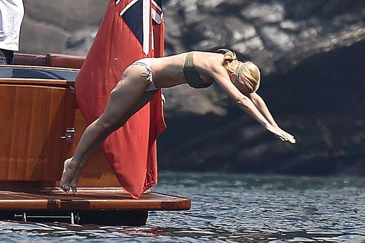XXX-Files: Gillian Anderson Shows Off Her Bikini Bod In Italy!