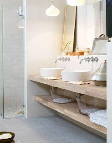 Mooie vloertegel in combinatie met hout. Ariadne badkamer 2009. Door Mellie-Belle