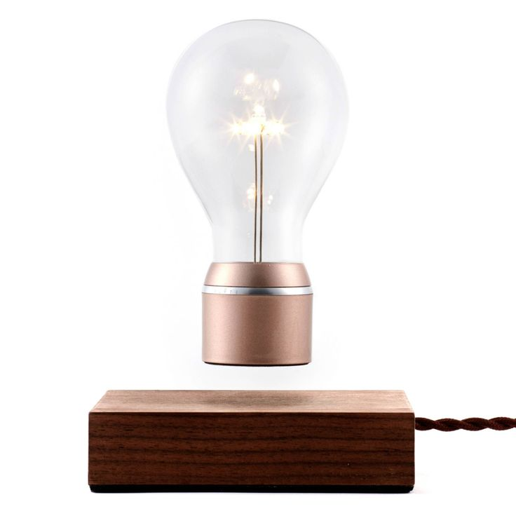 Flyte är en svävande lampa från det svenska varumärket Flyte, grundat av Simon M...