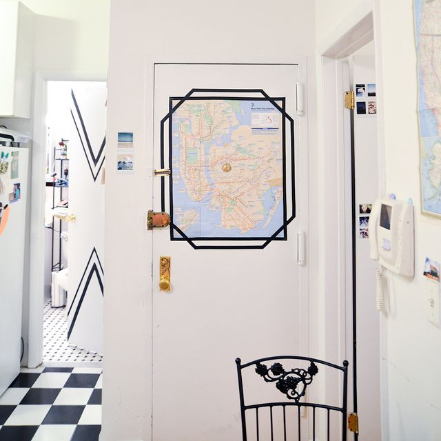 starsforstreetlights:  (via DIY Apartment: Electrical Tape Frames)  http://ift.tt/1MRiBEP