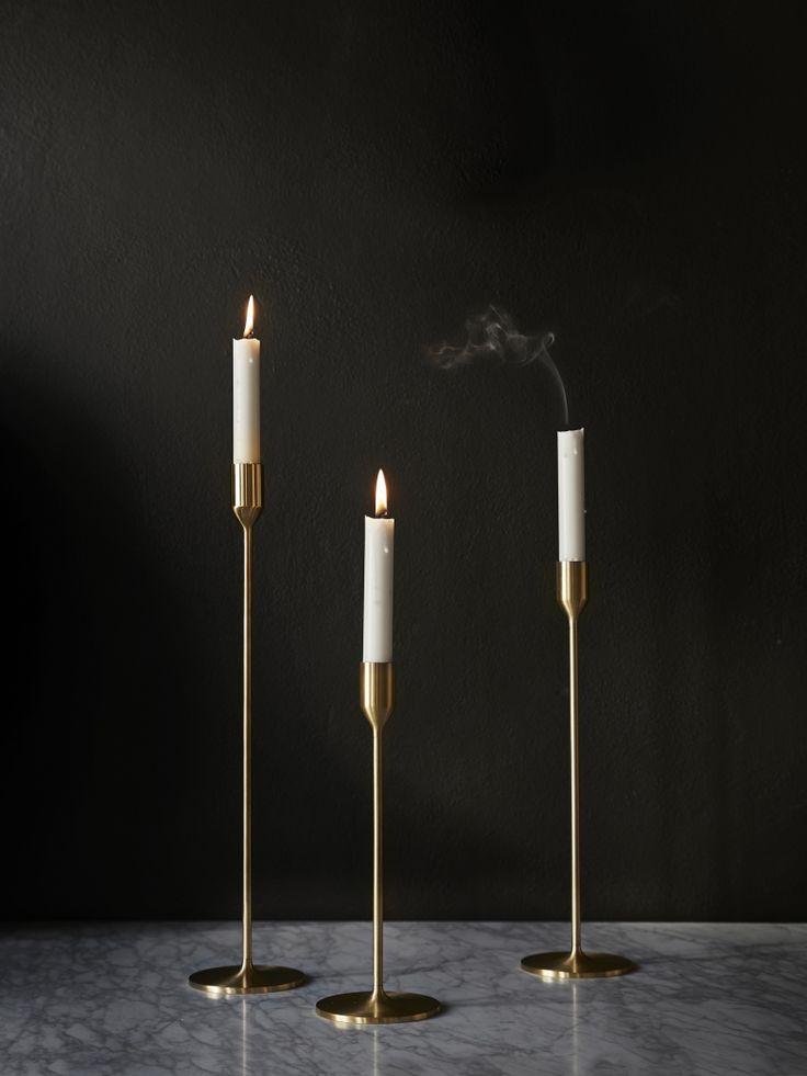 Richard Hutten är en framgångsrik holländsk formgivare och en av de framträdande medlemmarna av Droog Design. För Skultuna har Richard Hutten designat denna eleganta ljusstake i polerad mässing.