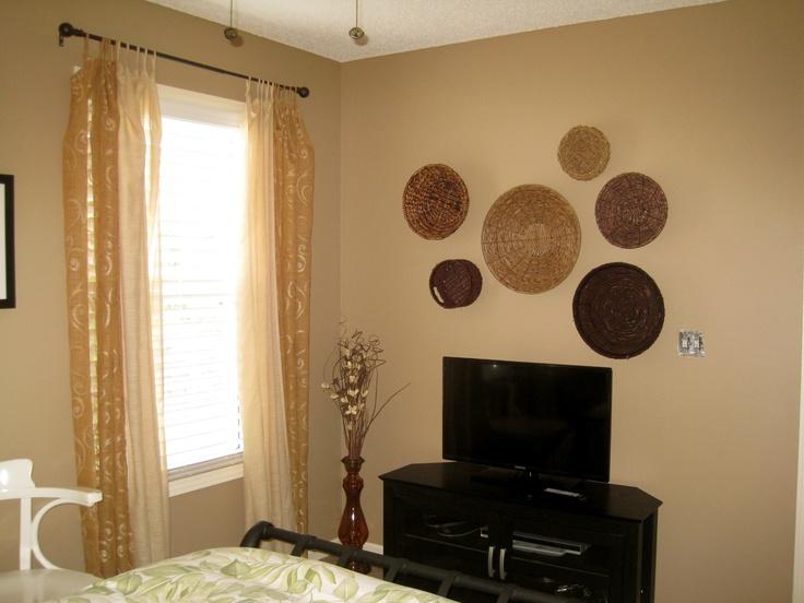 Basket Art In Guest Bedroom Interlude Benjamin Moore