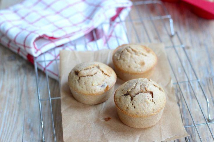 Op zoek naar een lekker bakrecept? Maak dan deze winterse muffins met koek- en speculaaskruiden en noten. Super lekker en heel simpel te bereiden!