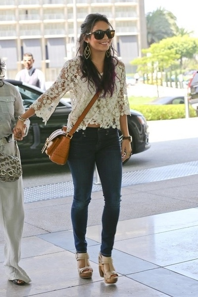 Vanessa Hudgens - How to wear a cropped top: Vanessa Hudgens, Lace Tops, Skinny Jeans, Style, Crosses Body Bags, White Lace, Cute Outfit, Lace Shirts, Crochet Tops
