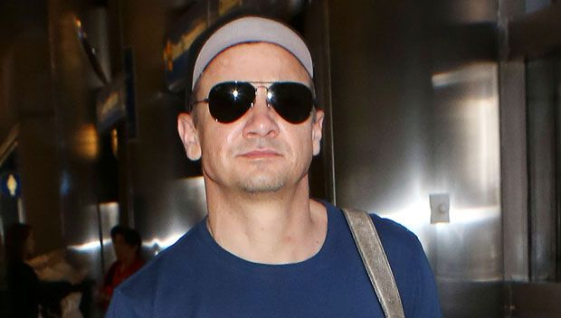 Jeremy Renner Suffers Brutal Fractures To Both Arms While Filming 'Avengers: Infinity War' https://tmbw.news/jeremy-renner-suffers-brutal-fractures-to-both-arms-while-filming-avengers-infinity-war  Hawkeye down! Poor Jeremy Renner suffered some painful injuries while filming 'Avengers: Infinity War,' leaving him with two broken arms! Here's how it happened.Jeremy Renner, 46, is nothing if not committed to his role! The actor who plays Hawkeye has been rocking a cast on his right arm and a…