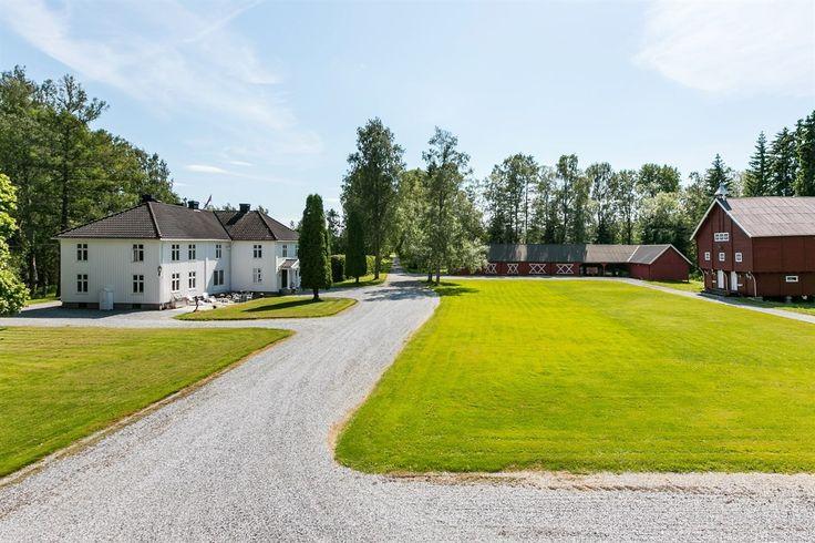 FINN – Vakker og storslått herregård med gode jordbrukarealer.
