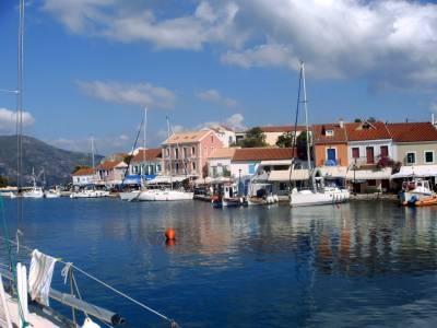 Het St. Tropez van de Griekse eilanden: Fiskardo. Zeilvakantie Levkas/Ionische zee. 2004.