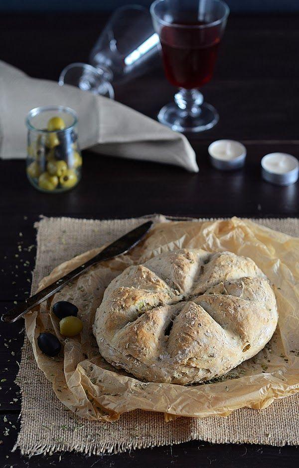 Pan rápido con aceitunas y orégano