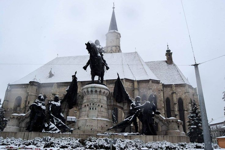 First snow in the Central square in Cluj